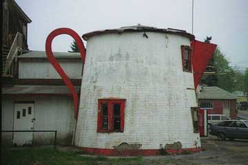 Coffee Pot shaped building in Bedford, Pennsylvania