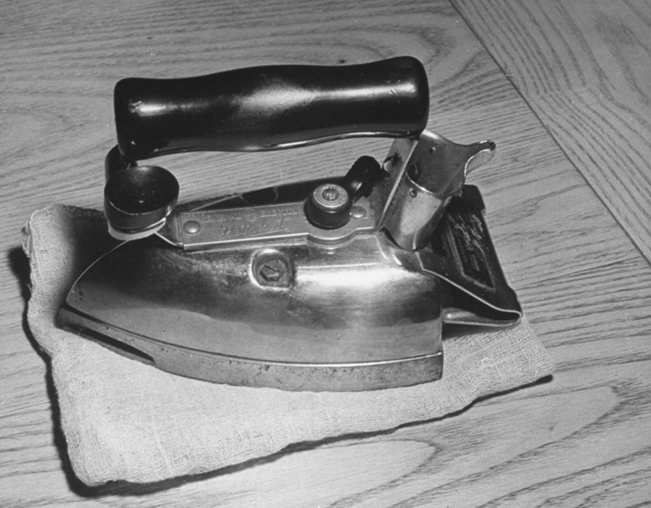 Early Electric Irons ~ History and theory of ironing
