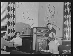 Wurlitzer Model 500 Jukebox in a 1944 USO Club