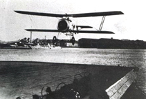 The Hanriot 3C2 landing on the aircraft carrier Bearn